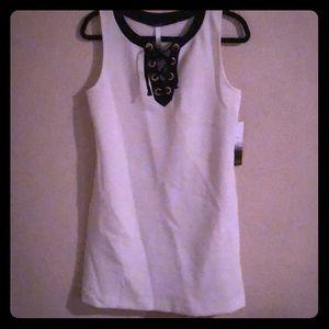 KENSIE sleeveless shift dress - cream and black